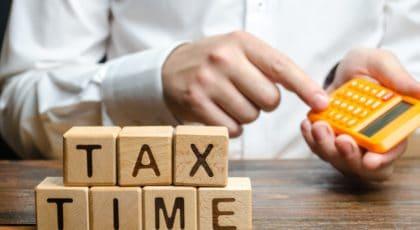 Emitir notas fiscais por meio de terceiros compensa?